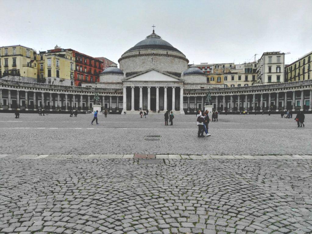 nápoly piazza plebiscito