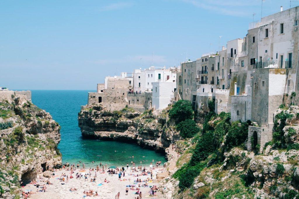 Puglia látnivalók Polignano a mare strand
